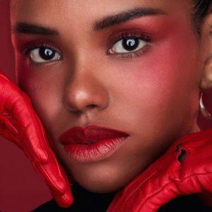 tendencias - negra labios rojos 300x300